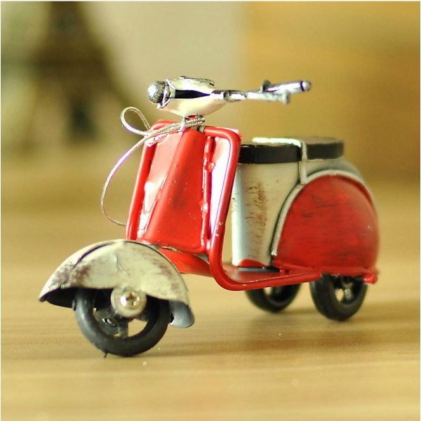 Roman Holiday - Audrey Hepburn Scooter Iron Replica